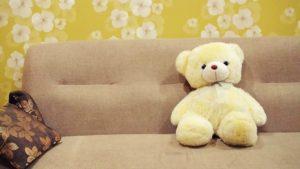 come-pulire-il-divano-aceto